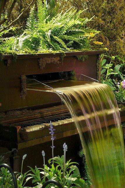 ساخت آبنما موزیکال در سفره خانه