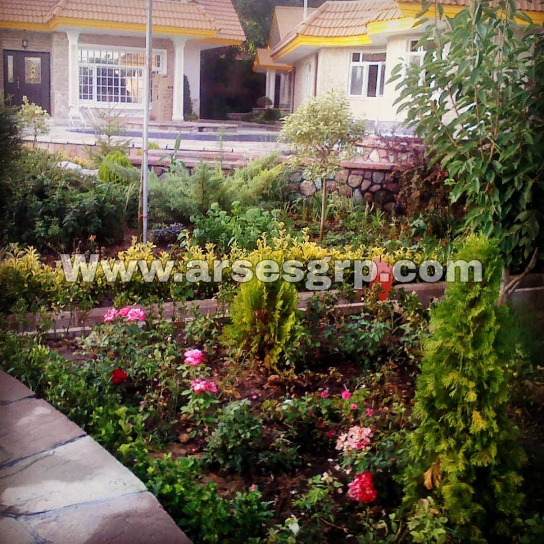 محوطه سازی حیاط با گل 1 روش های محوطه سازی گل در حیاط ساختمان و فضای رستوران