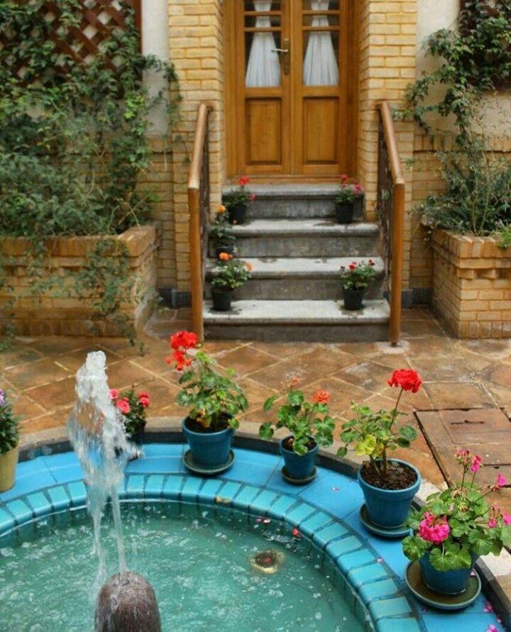 حوض در حیاط خانه