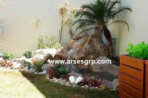 طراحی محوطه باغچه با سنگ