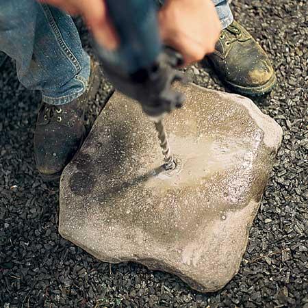 ساخت آبنما سنگی در حیاط