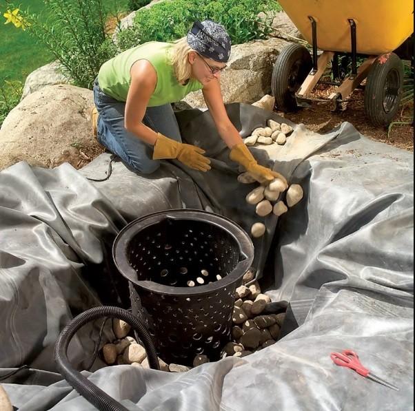ساخت آبنما با سنگ در حیاط