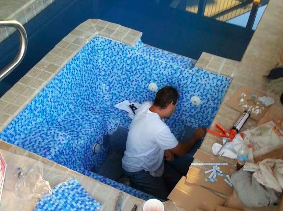 کاشی کاری در ساخت استخر